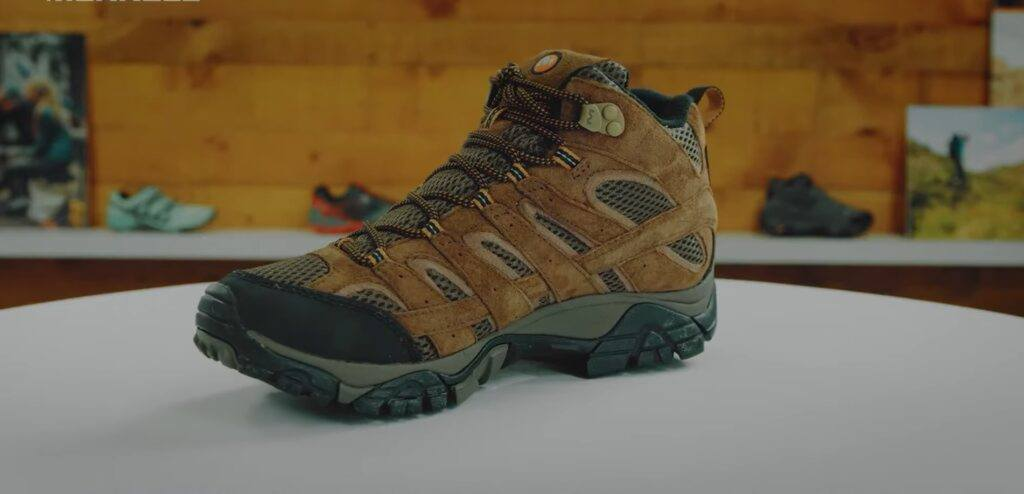 How to Choose The Hiking Boots for Tough Conditions